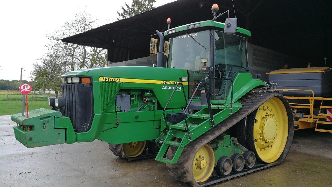 Трактор John Deere 8300T